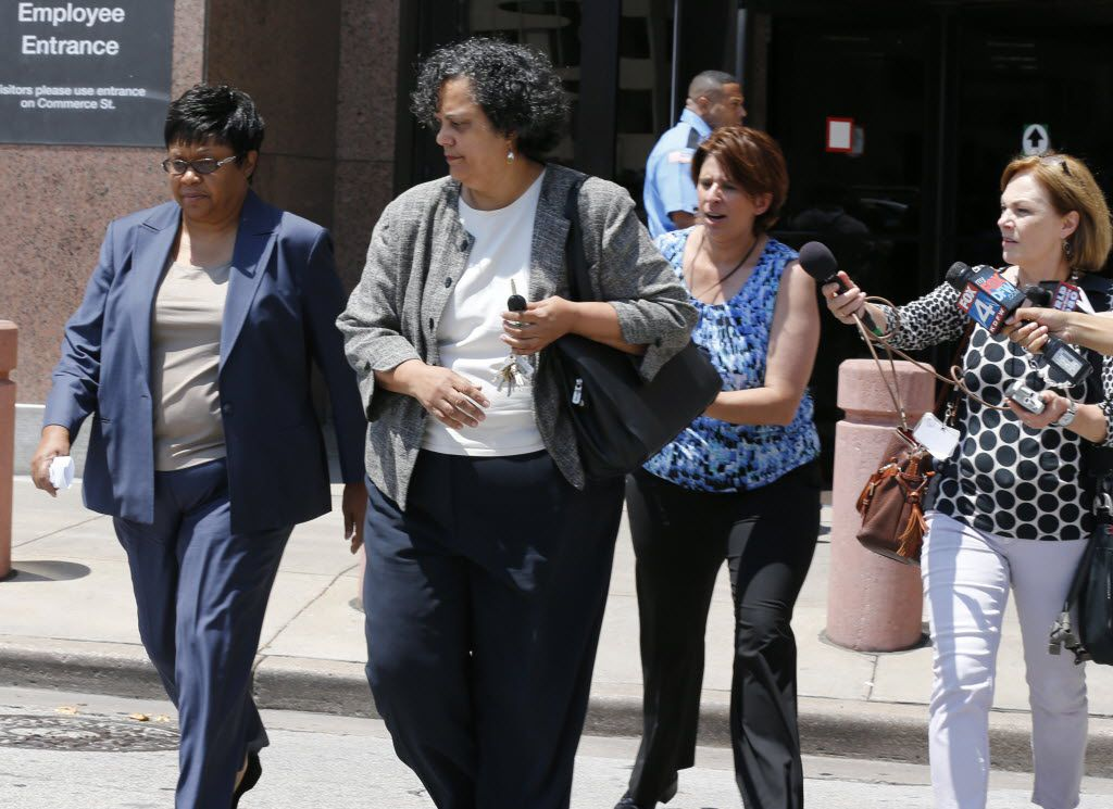 Kathy Nealy (left) leaves the federal courthouse in Dallas in 2014 after being indicted on bribery charges in connection with the John Wiley Price corruption case. (Staff Photo/The Dallas Morning News)
