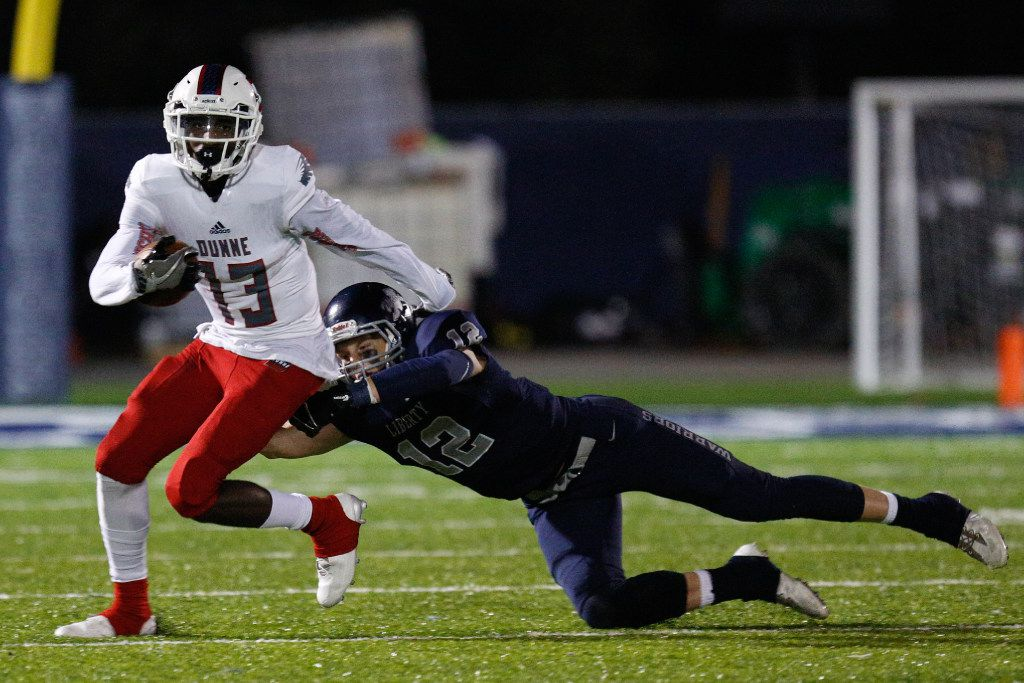 Bishop Dunne wide receiver Marquez Beason (13) evades a tackle against Argyle Liberty Christian in 2016. (Jeff Woo/Denton Record-Chronicle)