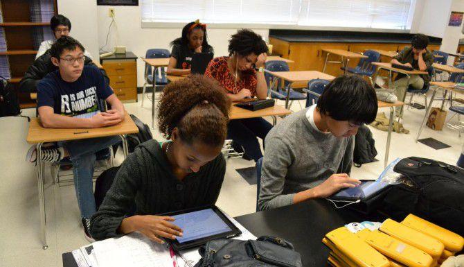 Algunos legisladores texanos quieren permitir que alumnos de último grado de preparatoria puedan graduarse aun si reprueban los exámenes estatales STAAR. (AP/ARCHIVO)