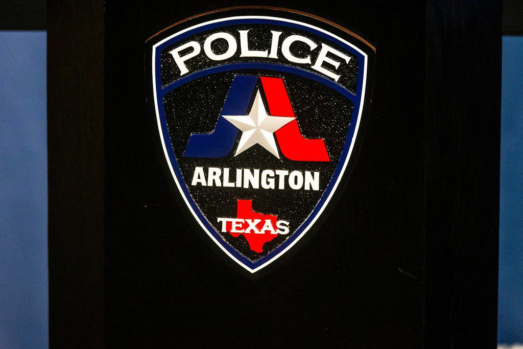 The seal of Arlington Police Department.