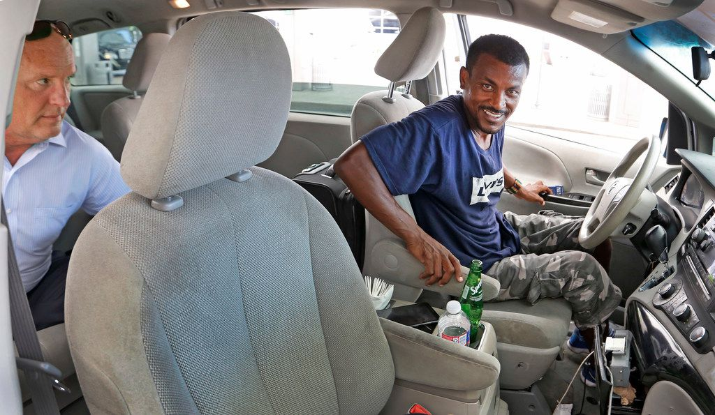 Taxi driver Ahmed Indris of Dallas picks up a fare at Terminal D at DFW Airport.