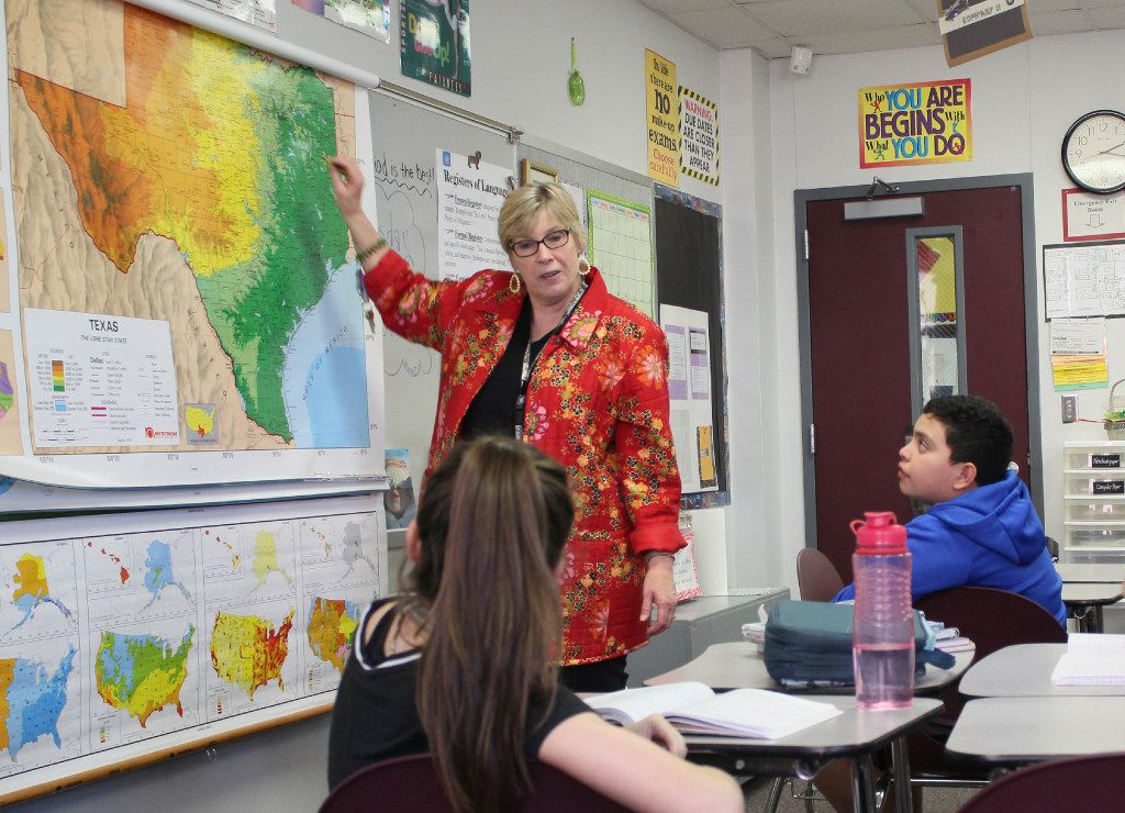 Middle school teacher Pat Dedijer in Denton taught students about Texas geography last week. (Caitlyn Jones/Denton Record-Chronicle)
