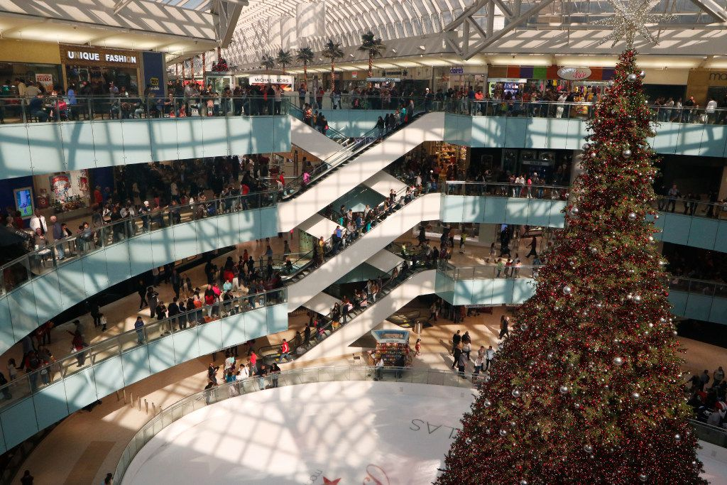 Galleria Dallas shoppers watches the Christmas tree lighting ceremonies on Black Friday 2016.