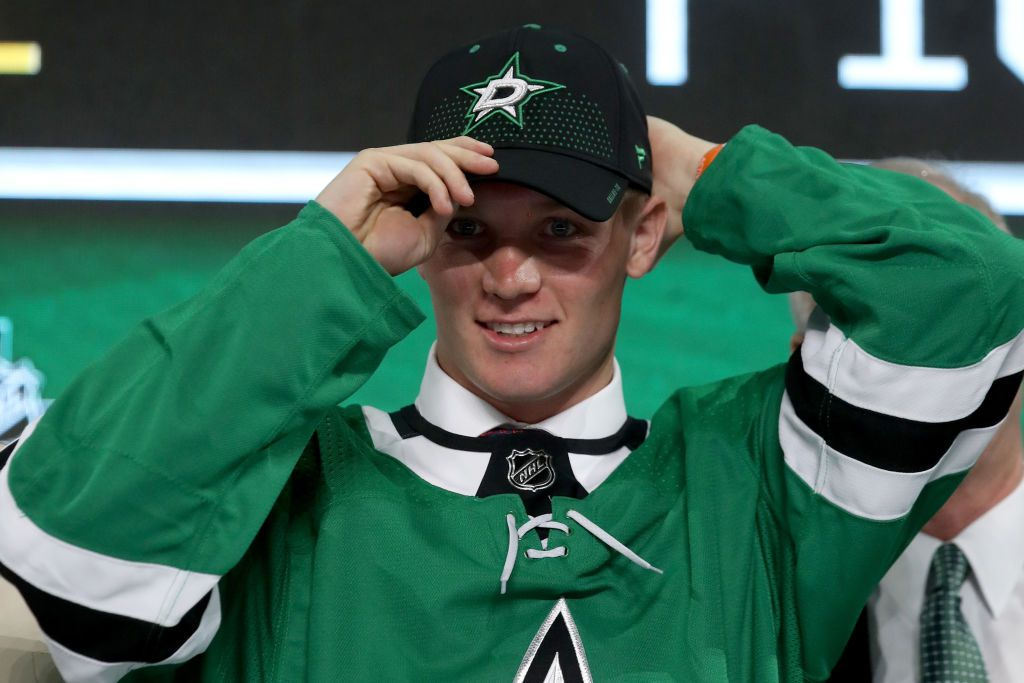 DALLAS, TX - JUNE 22:  Ty Dellandrea poses after being selected thirteenth overall by the Dallas Stars during the first round of the 2018 NHL Draft at American Airlines Center on June 22, 2018 in Dallas, Texas.  (Photo by Bruce Bennett/Getty Images)