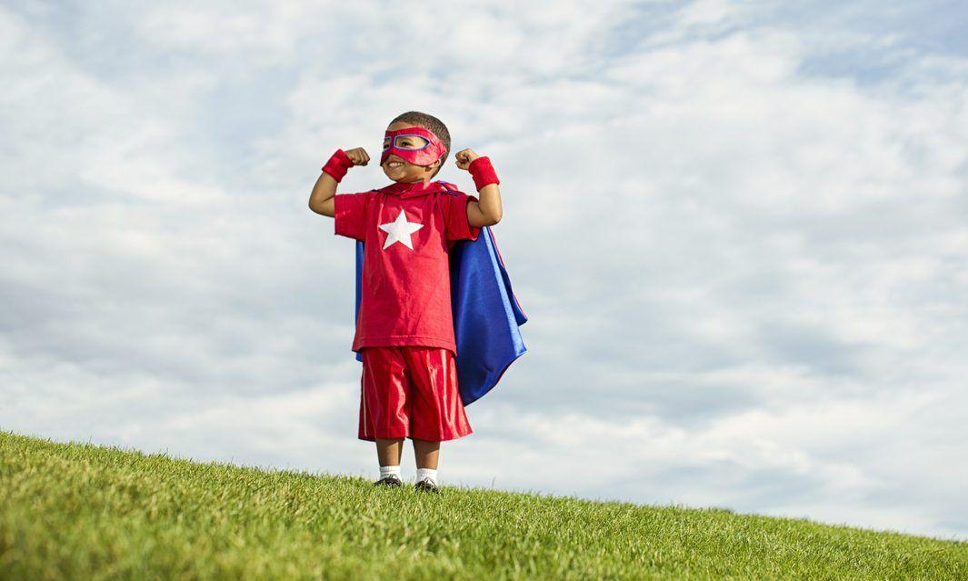Los papás deben ser el puente con sus hijos para el entendimiento de las referencias y las motivaciones que mueven a los superhéroes. (iSTOCK)