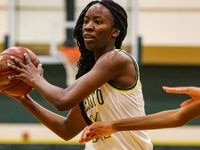 Amina Muhammad averaged 10 points, 8 rebounds and 3.5 steals as junior for DeSoto's Class 6A state championship team. (Lola Gomez/The Dallas Morning News)