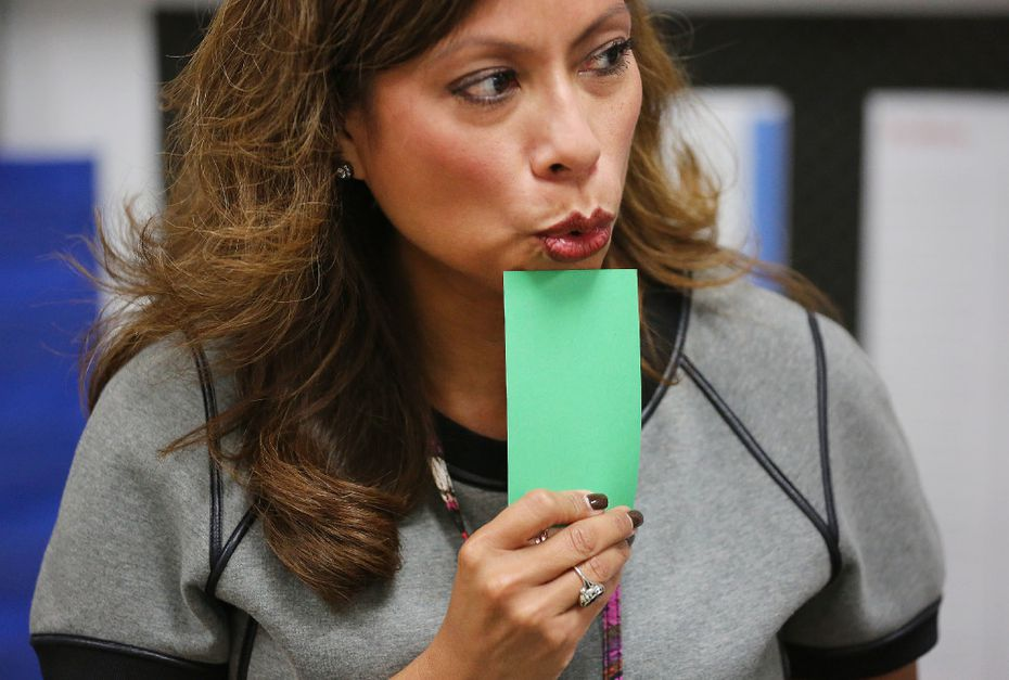 "Jennifer Denton sounds out letters while using flashcards to teach pronunciation during a ""Take Flight"" program class at Wilson Middle School in Plano, Texas Thursday October 13, 2016. (Andy Jacobsohn/The Dallas Morning News)"