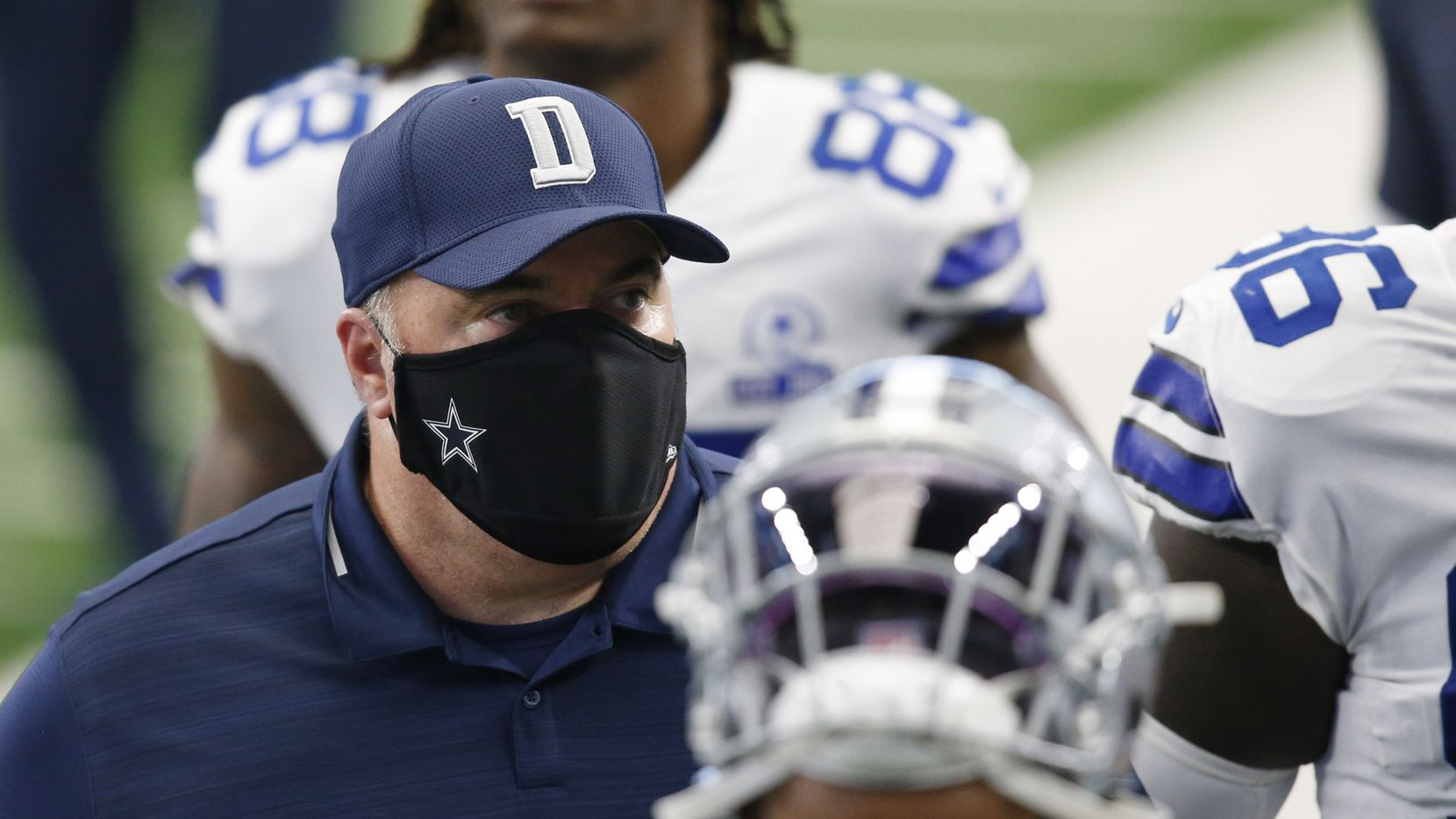 Dallas Cowboys head coach Mike McCarthy exits the field with the team at halftime in a game against the Atlanta Falcons at AT&T Stadium in Arlington, Texas on Sunday, September 20, 2020.