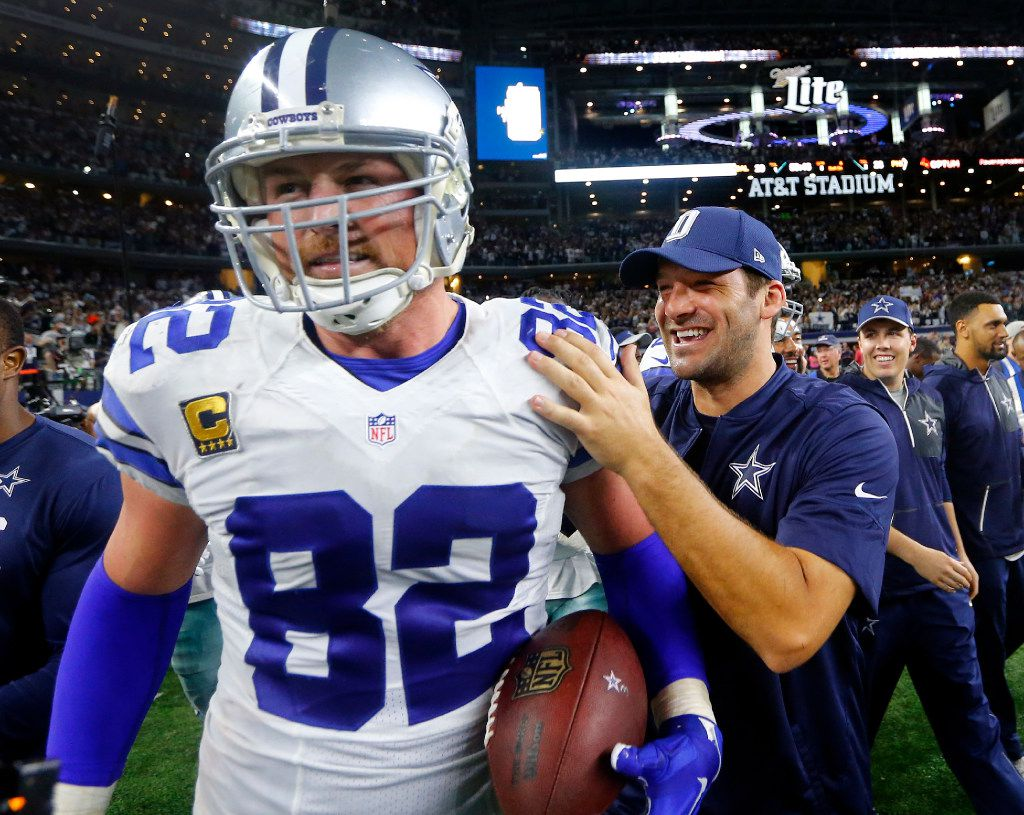 Dallas Cowboys tight end Jason Witten (82) is congratulated by quarterback Tony Romo (right) after catching the game winning touchdown in overtime at AT&T Stadium in Arlington, Texas, Sunday, October 30, 2016. The Cowboys won, 29-23. (Tom Fox/The Dallas Morning News)