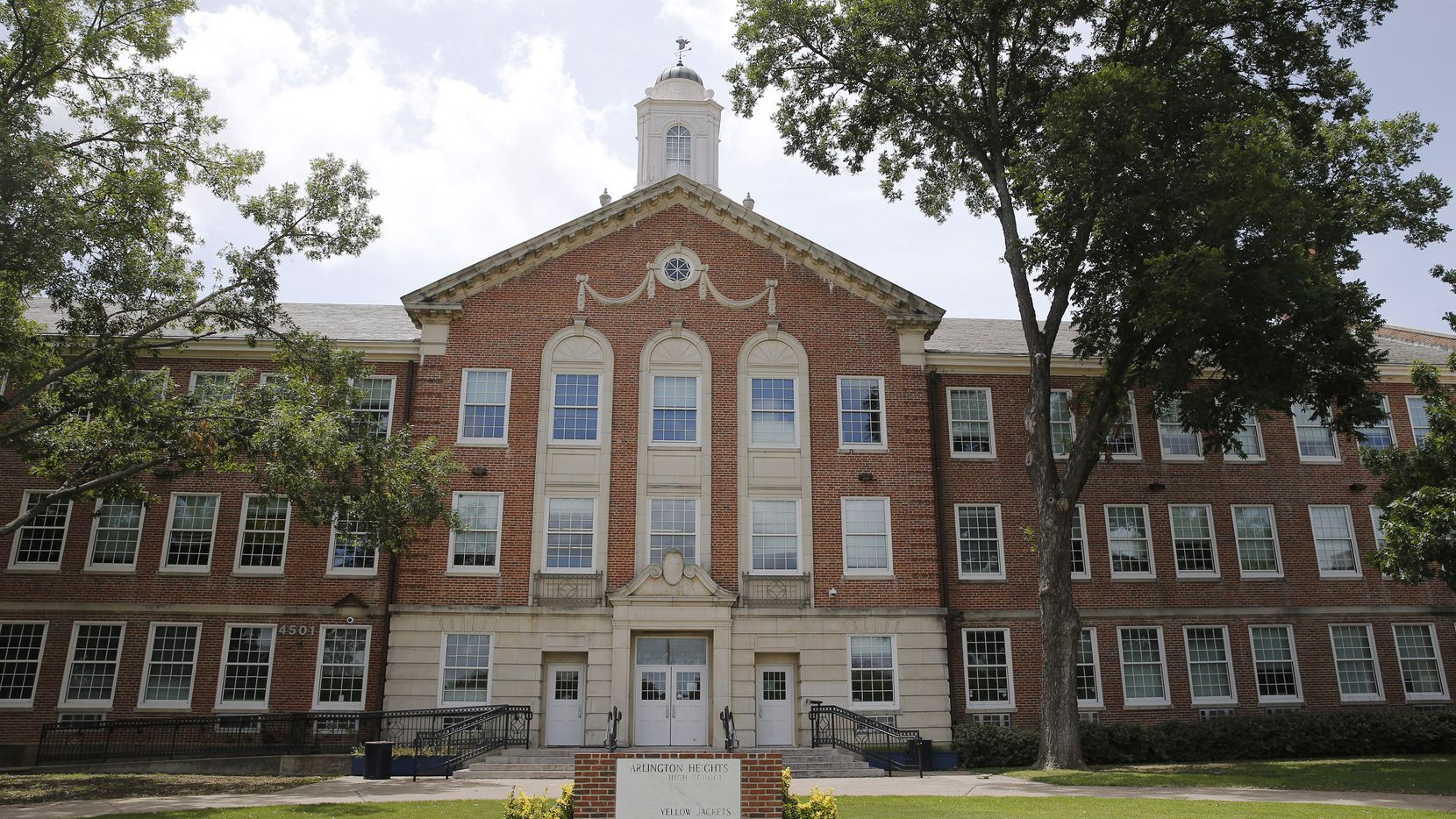 Arlington Heights High School in Fort Worth is among those campuses in Tarrant County that must delay in-person classes because of COVID-19.