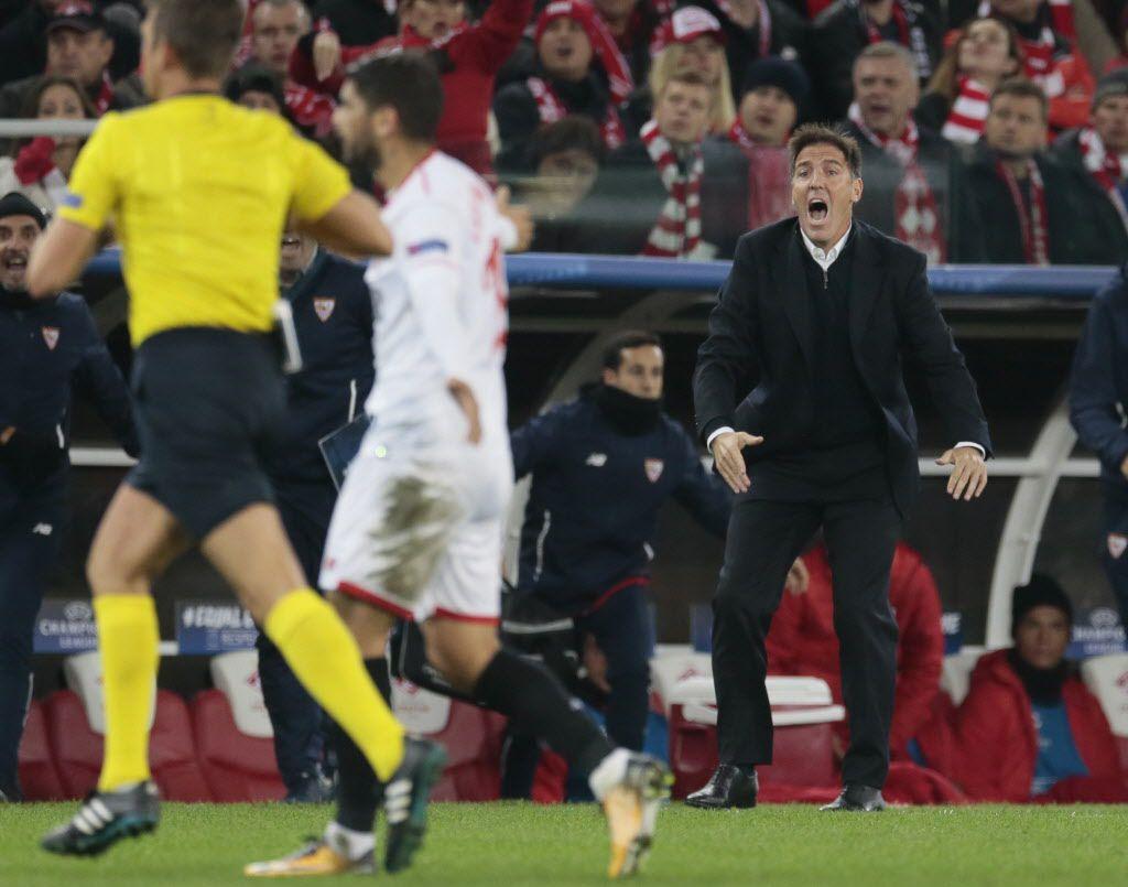 El técnico del Sevilla y ex futbolista Eduardo Berizzo, de 48 años, sufre un adenocarcinoma de próstata. Foto AP