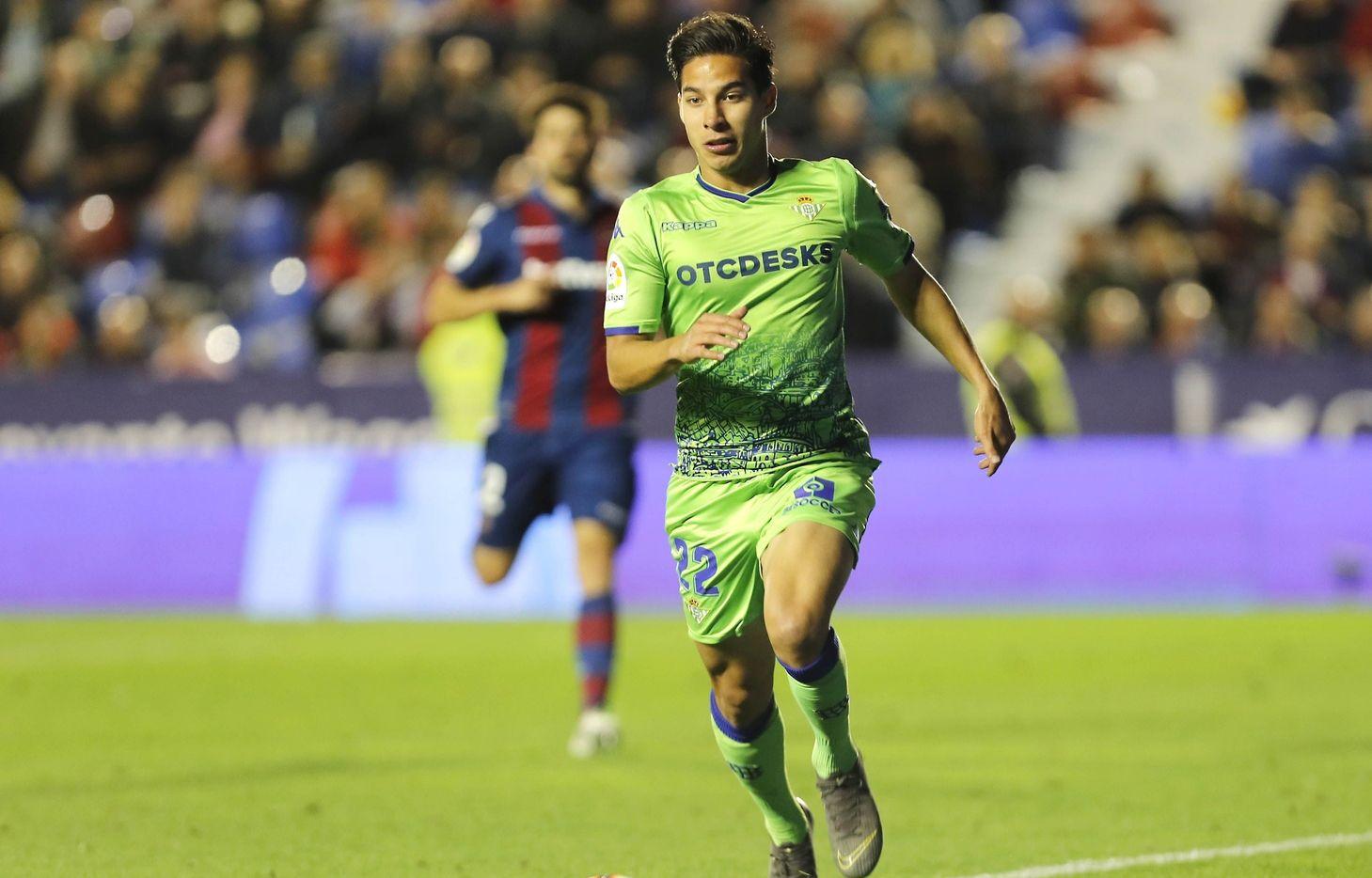 Diego Lainez ha sido la gran decepción del futbol mexicano en Europa.