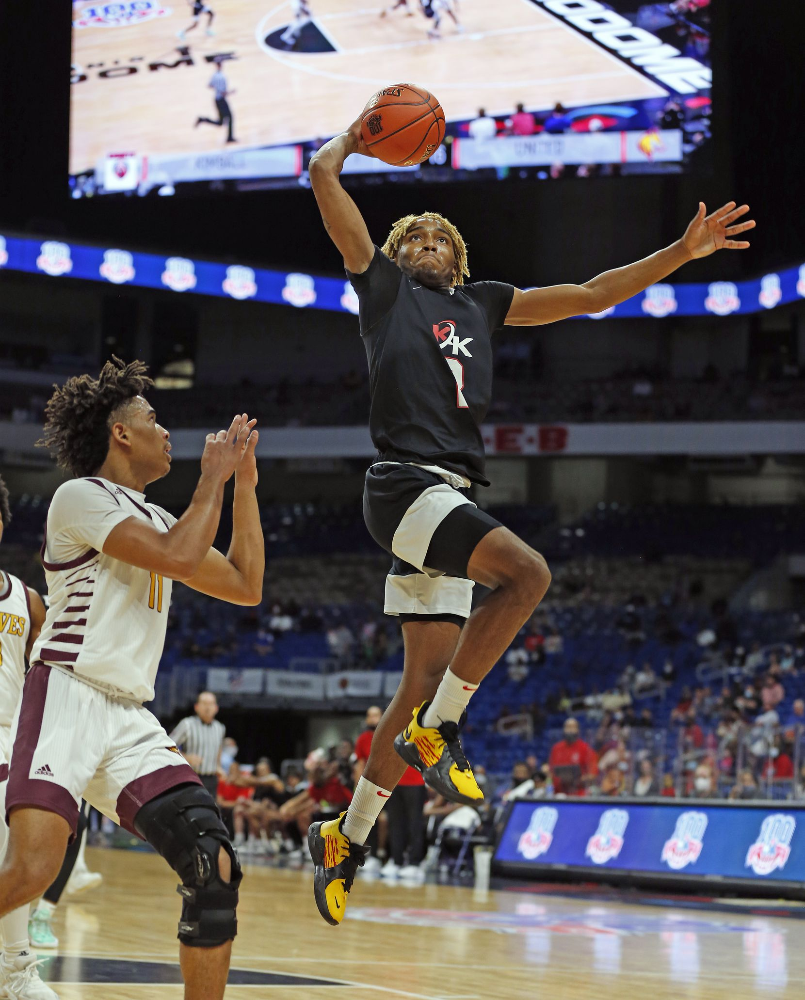 Dallas Kimball Arterio Morris #2 slams a dunk. UIL boys Class 5A basketball state championship game on Friday, March 12, 2021 at the Alamodome.