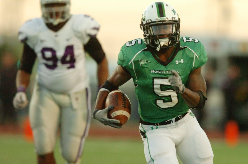 University of North Texas junior running back Lance Dunbar (5) lets loose down the middle against Kansas State, Saturday, November 27, 2010, at Fouts Field in Denton. 08272011xSPORTS