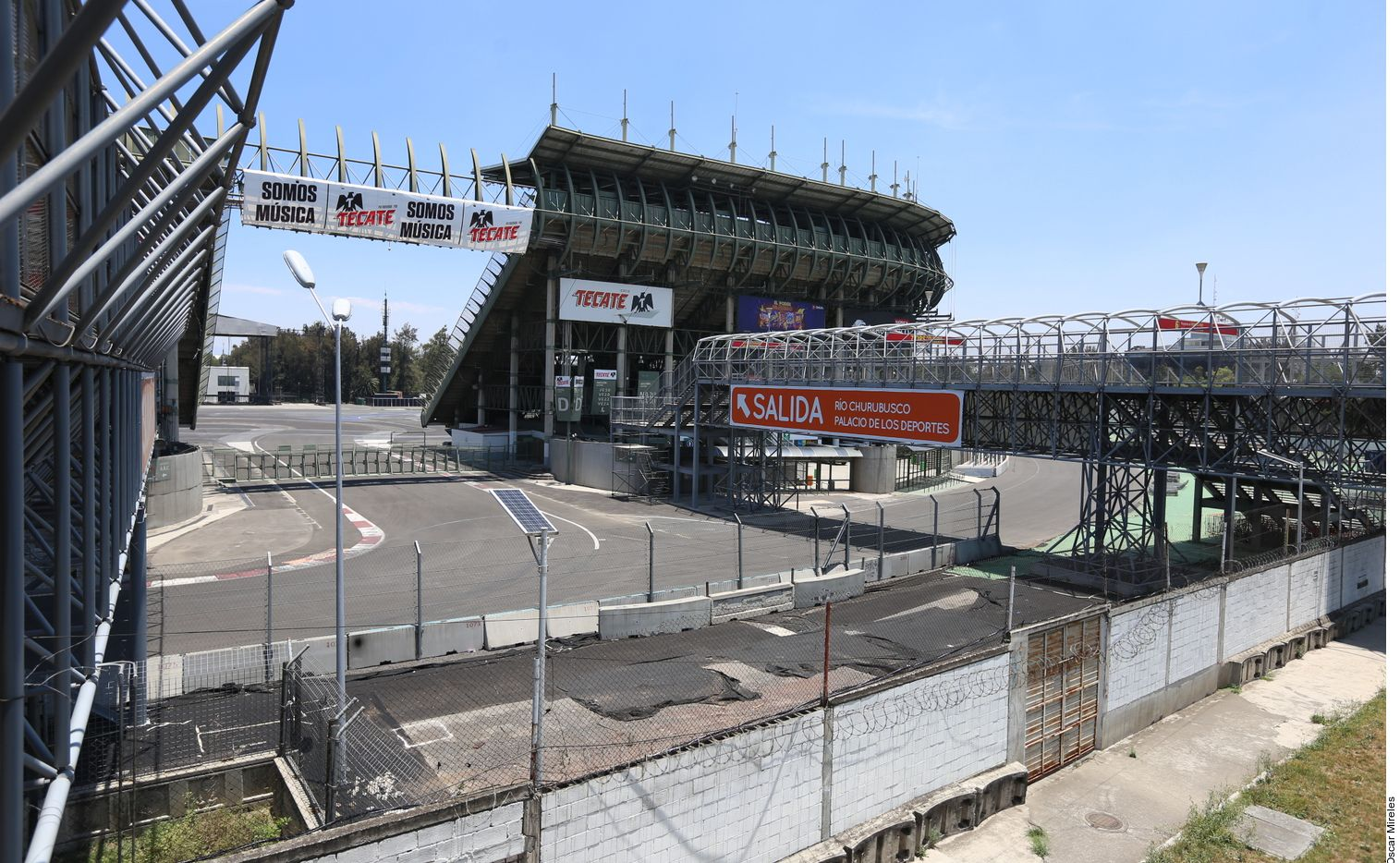 """El Instituto Mexicano del Seguro Social (IMSS) alista un """"Hospital de Expansión"""" en el Autódromo Hermanos Rodríguez con 192 camas, a fin de que la Ciudad de México cuente con mayor capacidad para pacientes con covid-19."""