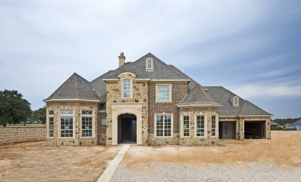 Standard Pacific Homes is building new houses in the Shady Oaks community in Southlake.