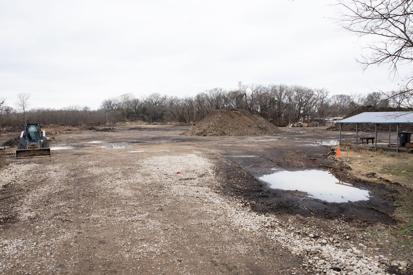 The empty lot where Shingle Mountain stood in Dallas on Friday, Feb. 26, 2021. (Juan Figueroa/ The Dallas Morning News)