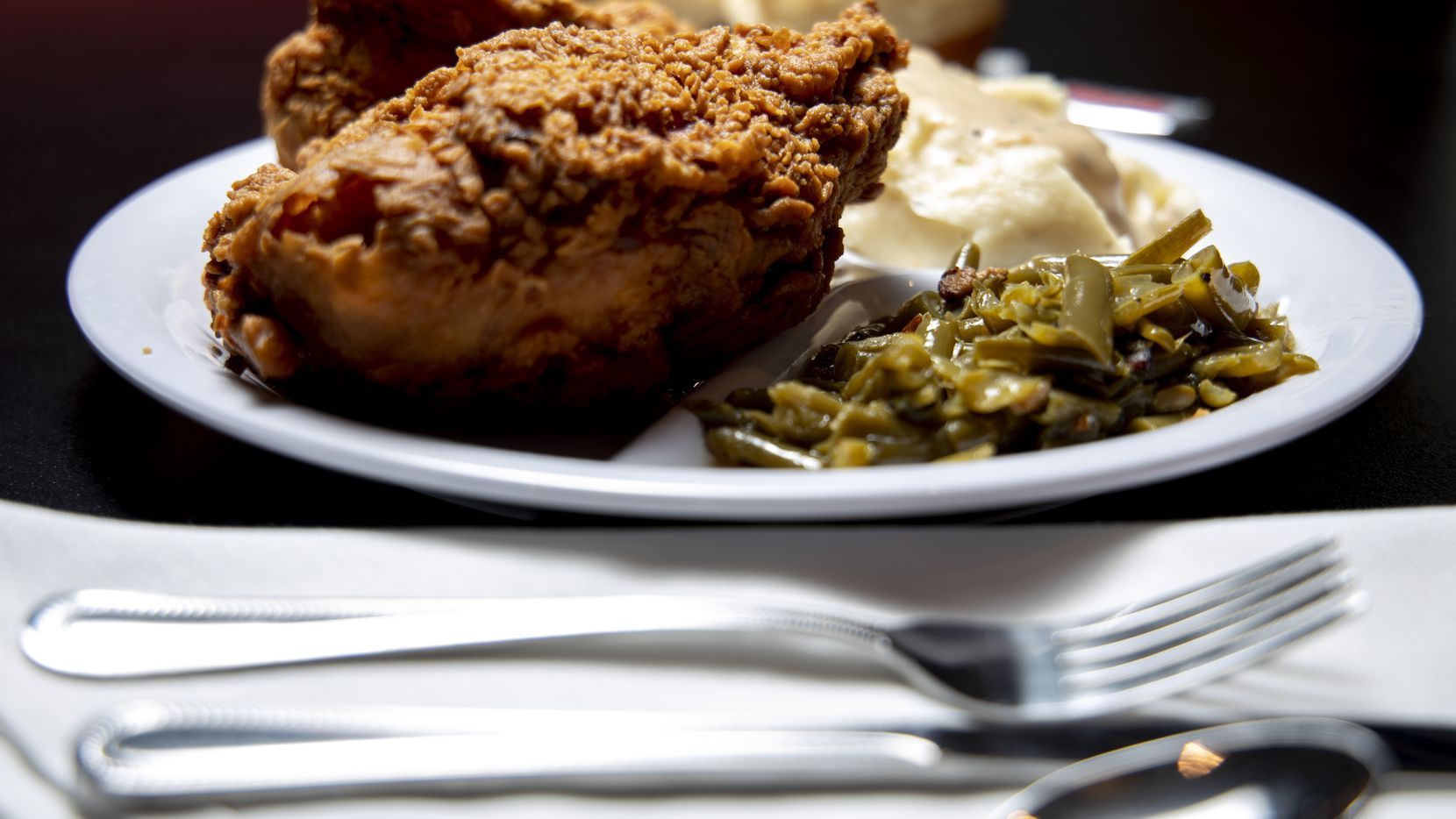 """What kind of food do people crave in times of crisis? """"They want fried chicken,"""" says one chef. Bubba's is doing impressive business this summer during the COVID-19 pandemic."""
