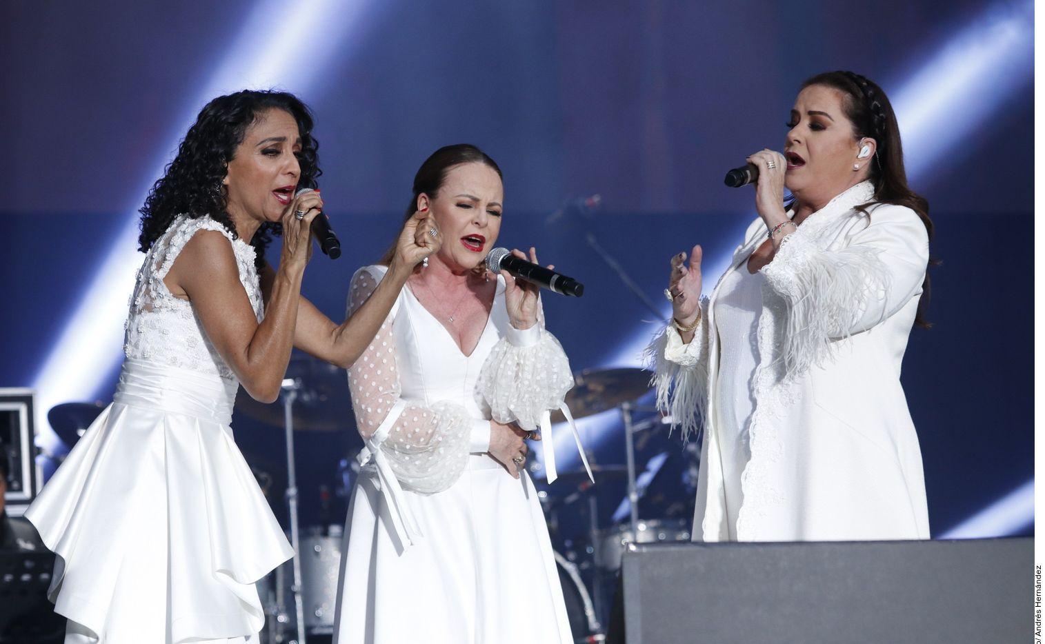 Mayte, Fernanda e Isabel cantaron 'Campana Sobre Campana' junto con Yuri.