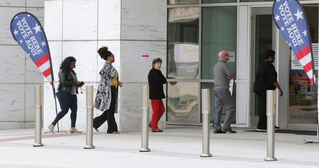 People walk into the George L. Allen, Sr. Courts Building in Dallas on Monday, Oct. 22, 2018. Early voting starts Oct. 22 and ends Nov. 2.