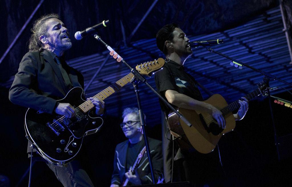 Rubén Albarrán (izq.) y Café Tacvba cumplen 30 años este 2019.(AFP)EZEQUIEL BECERRA/AFP/Getty Images