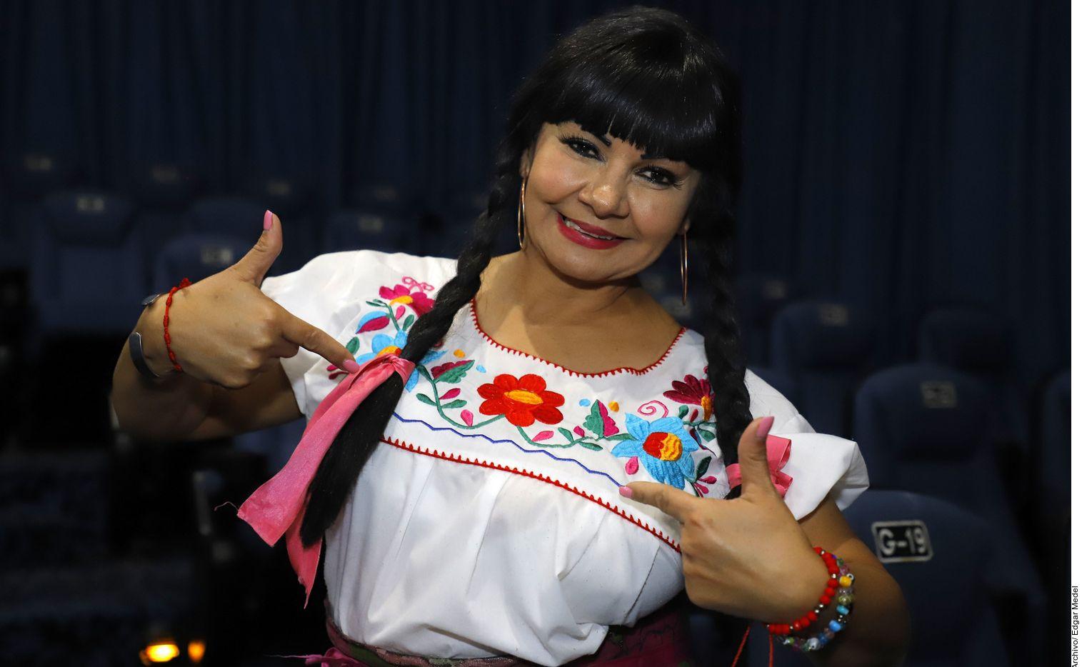 Bettina Salazar se dedica ahora a vender manzanas.