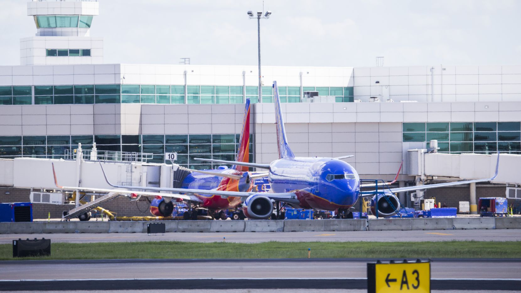 A federal watchdog is faulting safety regulators for letting Southwest Airlines continue to carry passengers on planes with unconfirmed maintenance histories