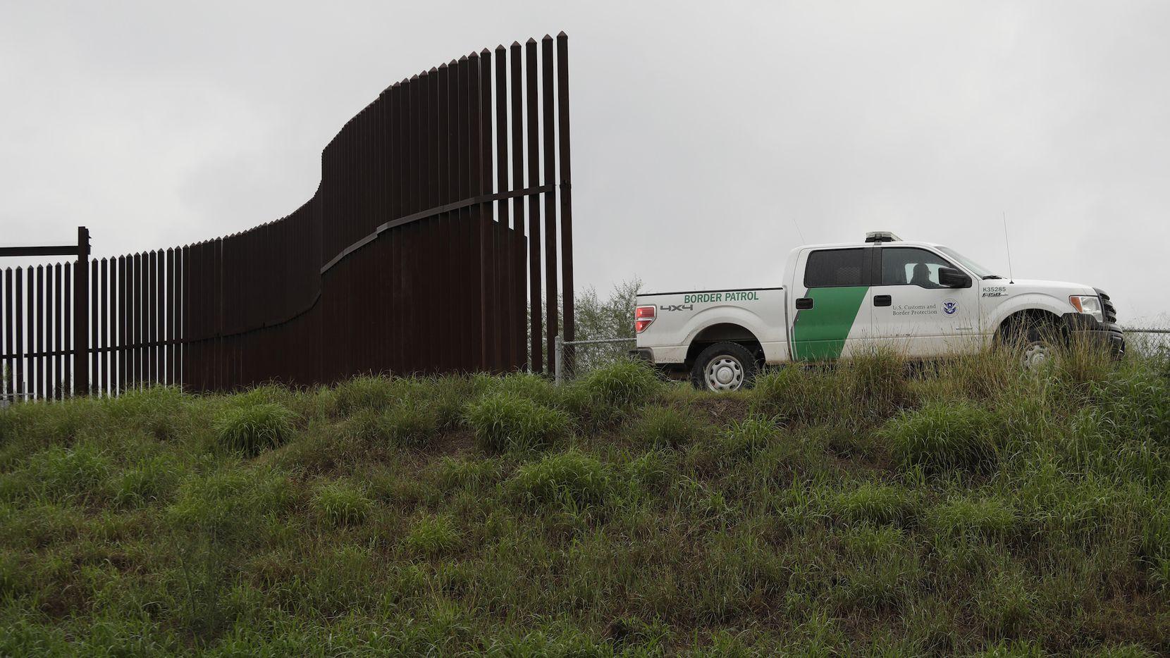 Sección de la barda en la frontera entre Texas y México, en la zona del Río Grande. AP