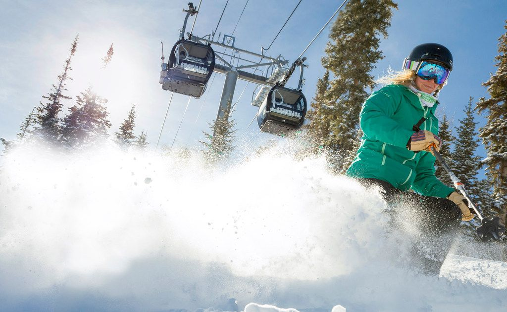 With a summit of 12,510 feet, Snowmass' whopping 3,300 acres of skiable terrain includes everything from groomers to steeps and ranges from green to double black diamond runs.