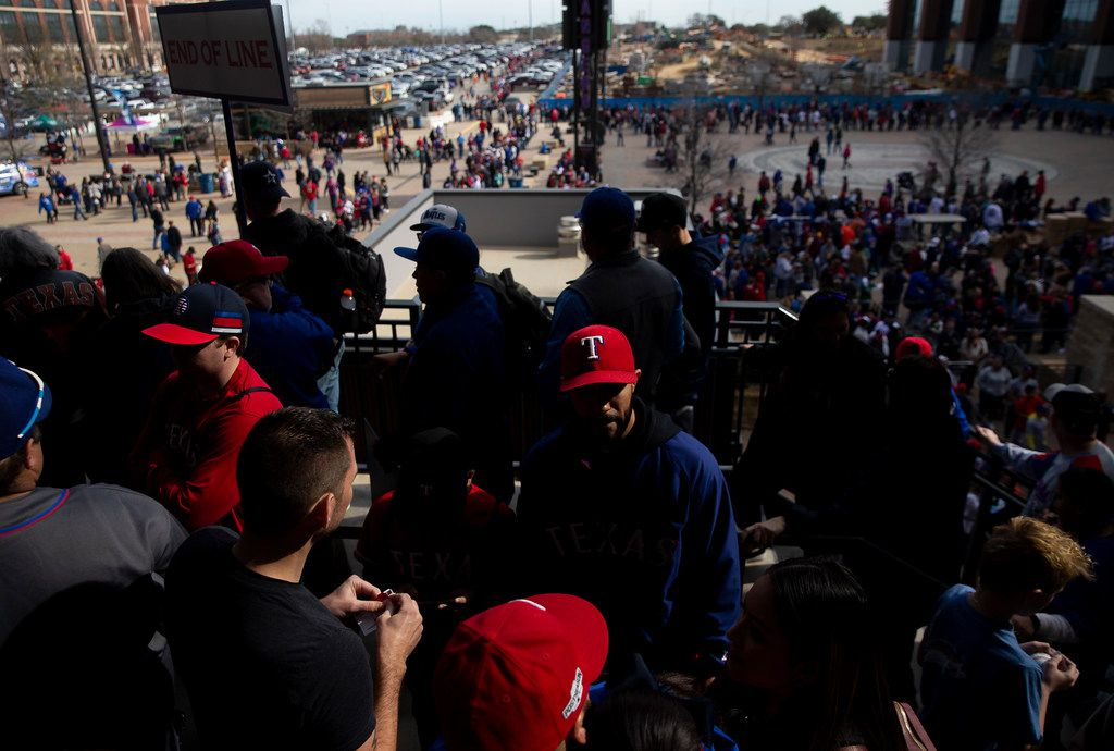 Fans wait in line to meet players during the Rangers' Peek at the Park fanfest on Jan. 25, 2020 in Arlington. (Juan Figueroa/ The Dallas Morning News)