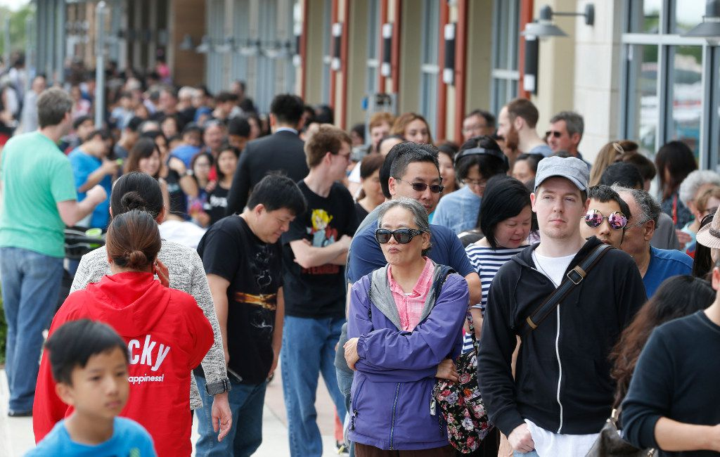 Hundreds of people line up for the grand opening of the Mitsuwa Market place in Plano, Texas on April 14, 2017. (Nathan Hunsinger/The Dallas Morning News)