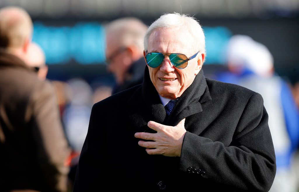 Dallas Cowboys owner Jerry Jones kept bundled up in the cold during pregame warmups before facing the New York Giants at MetLife Stadium in East Rutherford, New Jersey, Sunday, December 10, 2017. (Tom Fox/The Dallas Morning News)