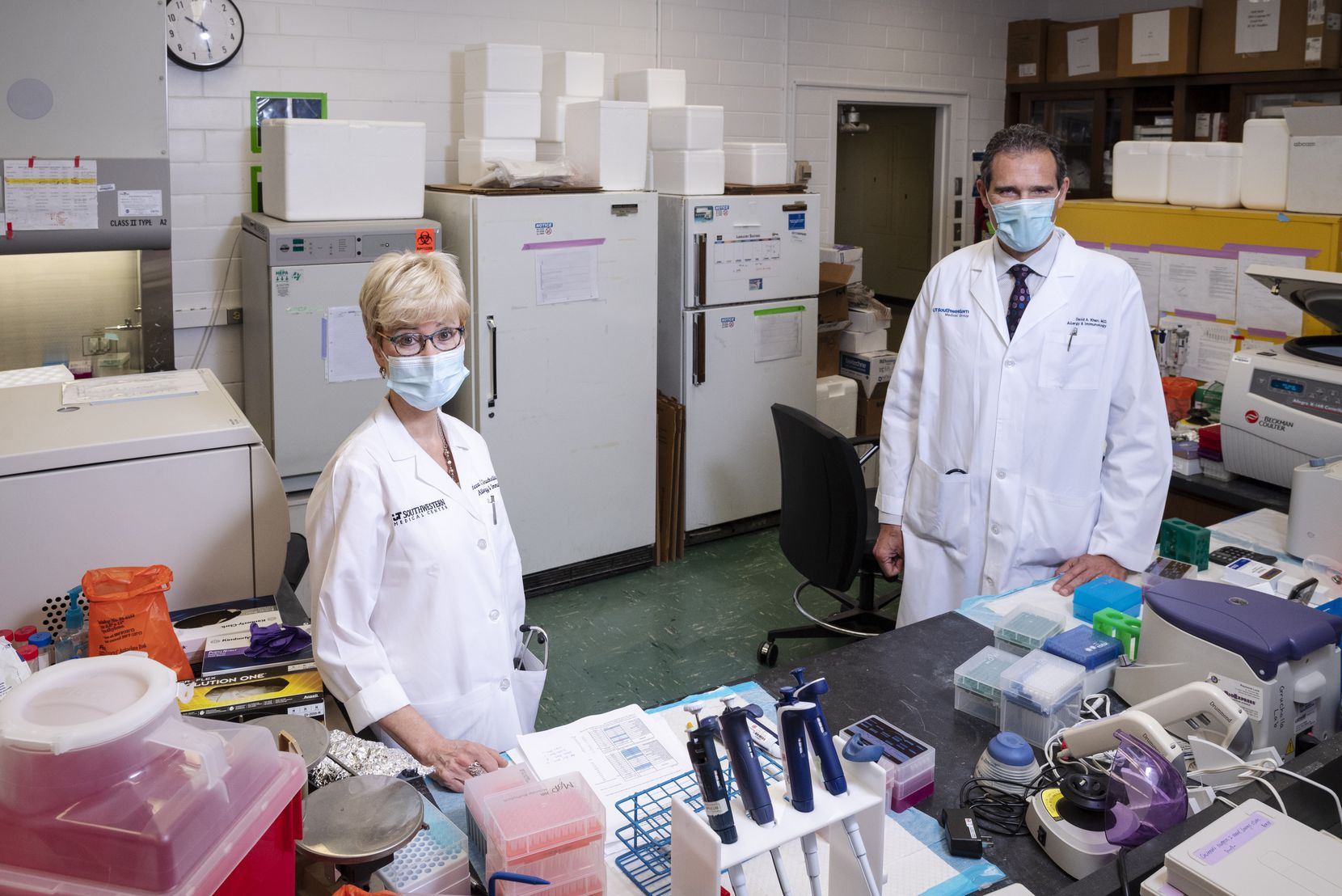 Rebecca Gruchalla, left, director of the division of allergy and immunology at the University of Texas Southwestern Medical Center in Dallas, with David Khan, a professor of internal medicine and pediatrics at UTSW, inside one of the allergy and immunology research labs.