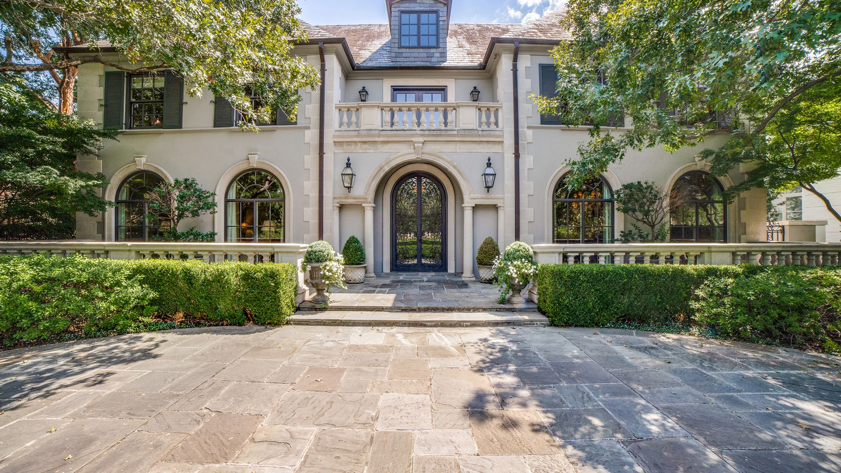 The fast-paced real estate market in DFW should roll into 2022, Allie Beth Allman & Associates agents predict.
