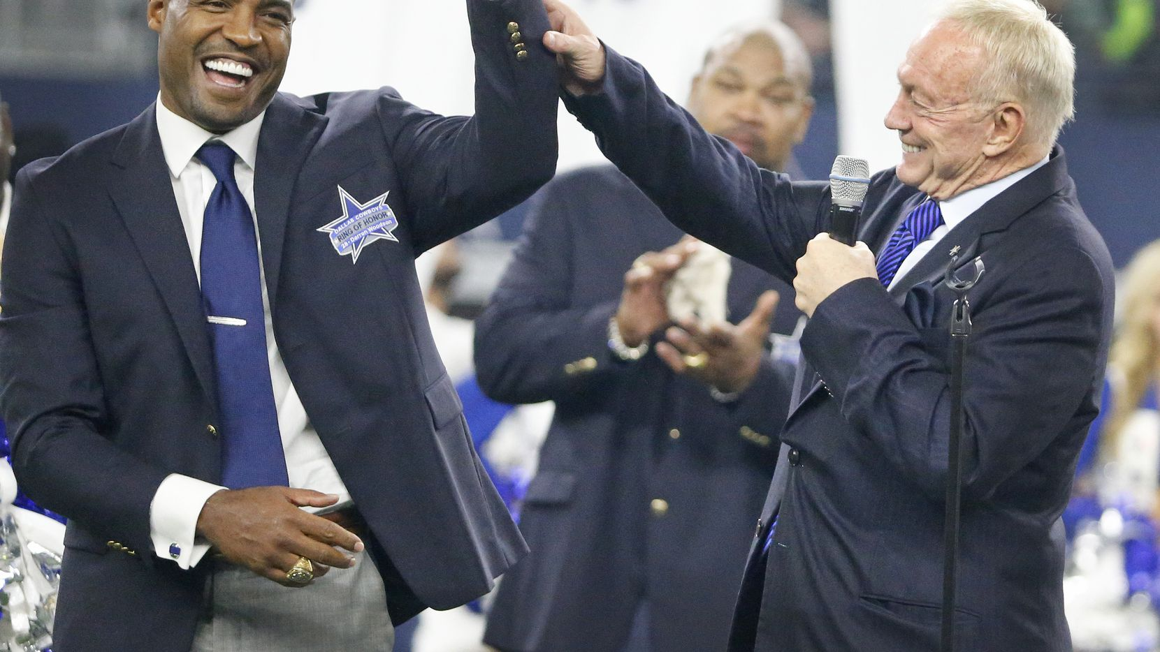 Former Cowboys safety Darren Woodson has signed off in the broadcasting booth to take a spot in a new field -- a full-time job in Dallas real estate.