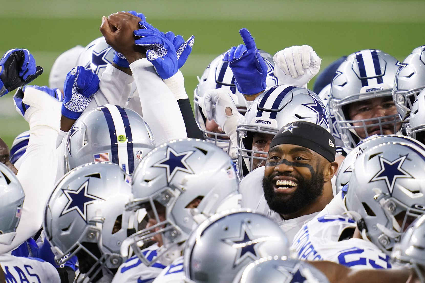 Dallas Cowboys defensive end Everson Griffen huddles with teammates before an NFL football game against the Arizona Cardinals at AT&T Stadium on Monday, Oct. 19, 2020, in Arlington. (Smiley N. Pool/The Dallas Morning News)