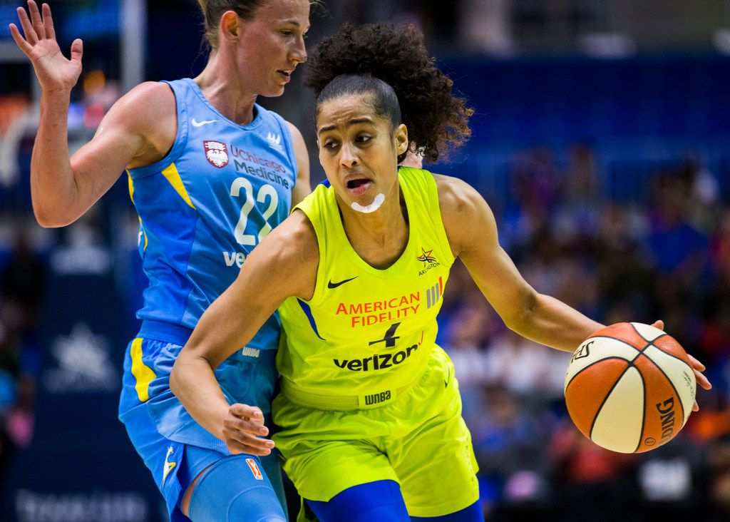 Dallas Wings guard Skylar Diggins-Smith (4) gets around Chicago Sky guard Courtney Vandersloot (22) during the third quarter of a WNBA game between the Dallas Wings and the Chicago Sky on Tuesday, July 31, 2018 at College Park Center on the UTA campus in Arlington. (Ashley Landis/The Dallas Morning News)