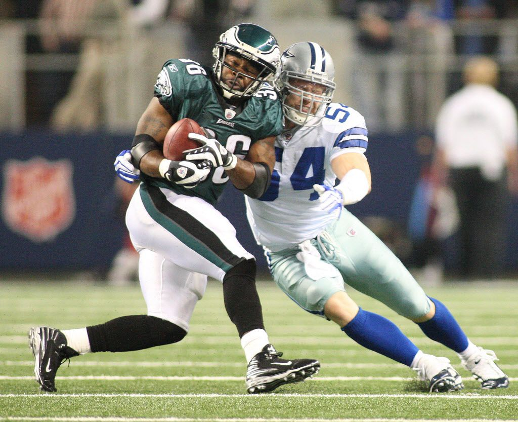 Eagles running back Brian Westbrook is stopped by Cowboys linebacker Bobby Carpenter as the Cowboys defeat the Philadelphia Eagles 24-0 at Cowboys Stadium in Arlington, Tx on Sunday, Dec. 3, 2009.    (Fort Worth Star-Telegram/Ron T. Ennis)