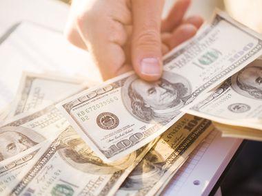 Si usted es indocumentado y tiene dependientes ciudadanos, todavía puede obtener su ITIN y hacer su declaración de impuestos del 2020 para recibir el pago de $1,400 del estímulo económico por cada persona con seguro social que usted declare.