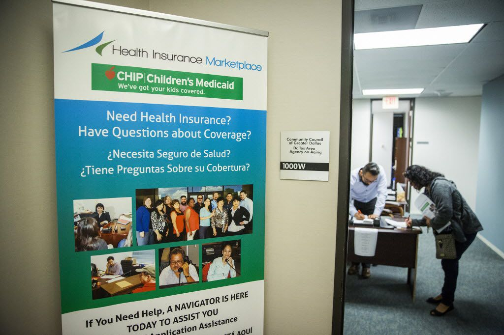 Client Rosa Sanchez works with Affordable Care Act navigator Able Serna at Community Council of Greater Dallas. (Smiley N. Pool/Staff Photographer)