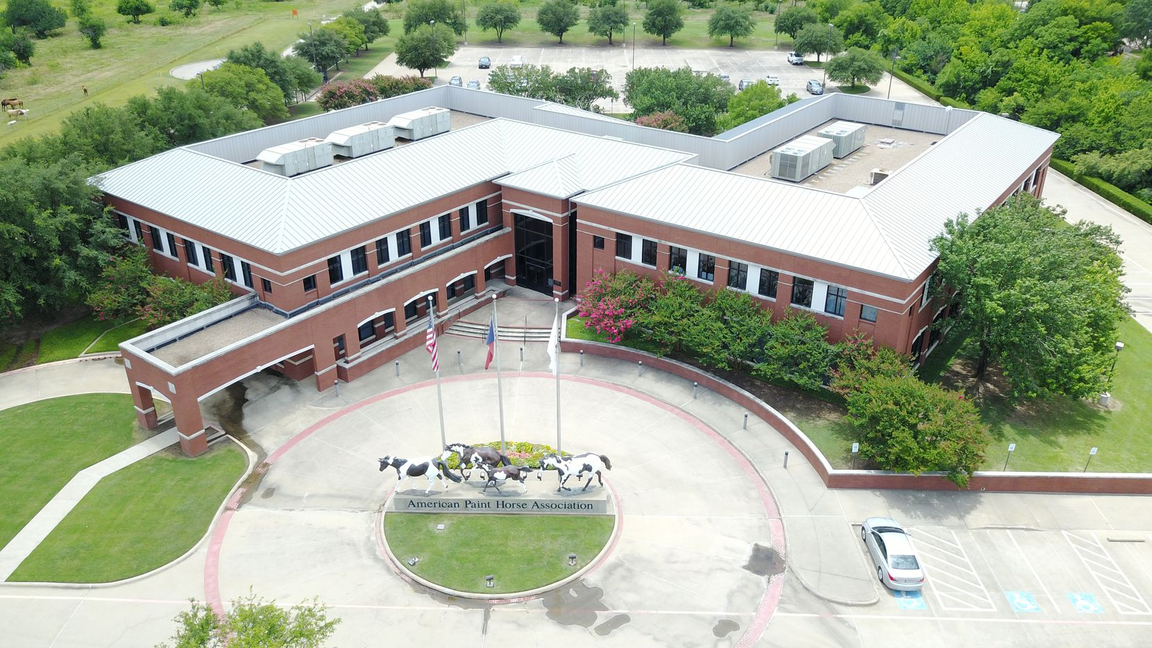 Mid-States Distributing Co. is moving its headquarters from Minneapolis to a building it acquired in North Fort Worth.