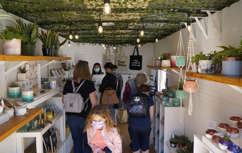 Pita's Planters es una tienda móvil de macetas hechas a mano y de plantas para el hogar.