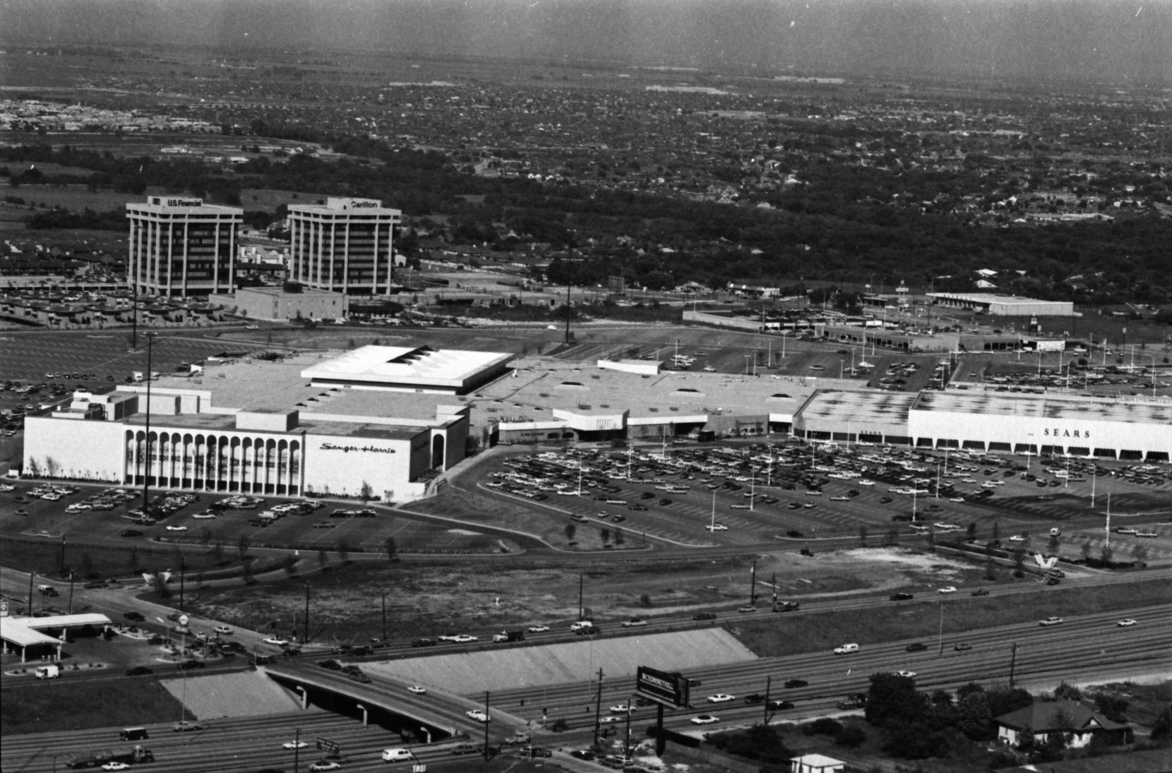An aerial photo taken from a blimp in 1973 shows the vast Valley View Mall.