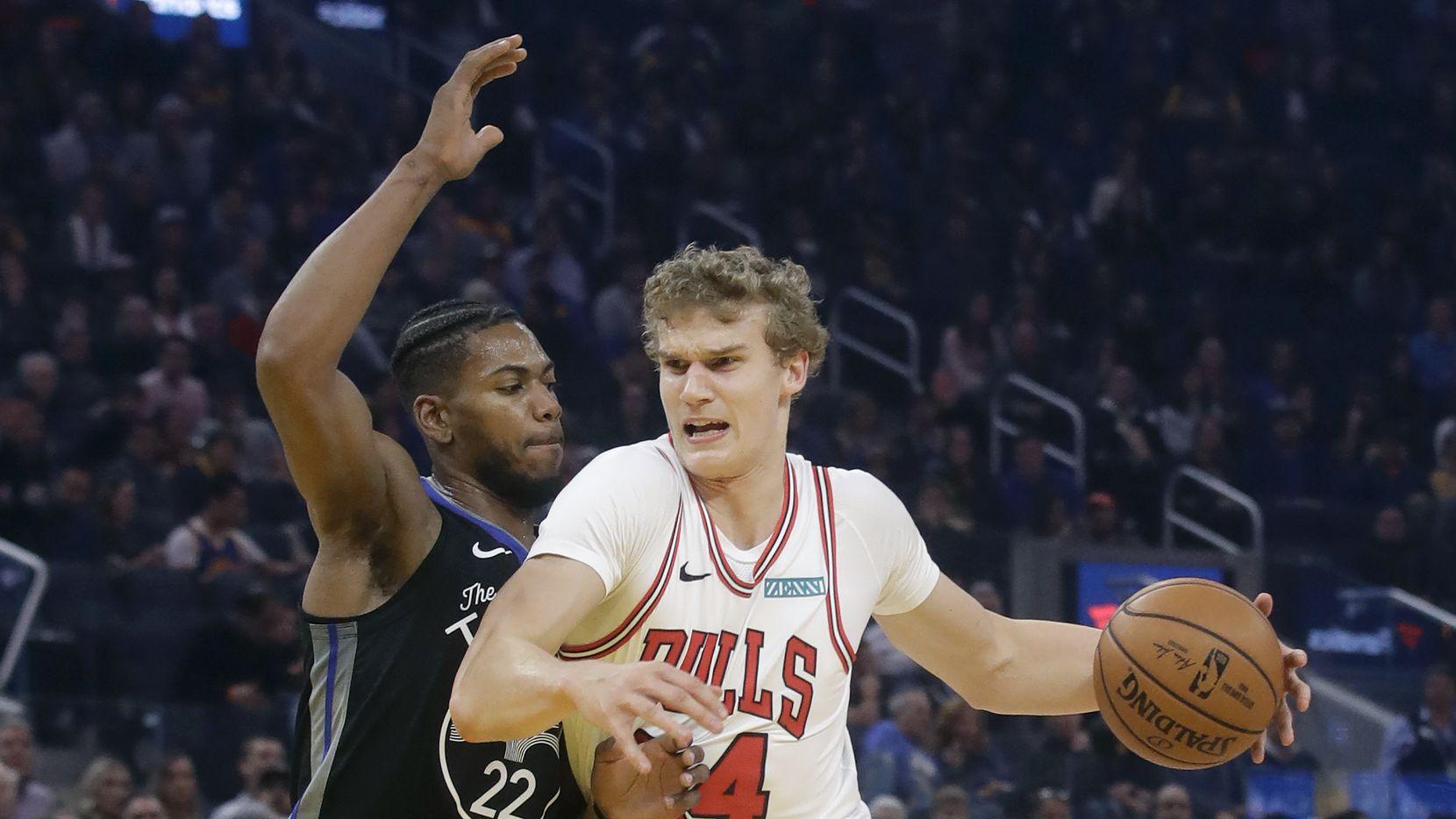 Chicago Bulls forward Lauri Markkanen (24) drives against Golden State Warriors forward Glenn Robinson III (22) during the first half of an NBA basketball game in San Francisco, Wednesday, Nov. 27, 2019.