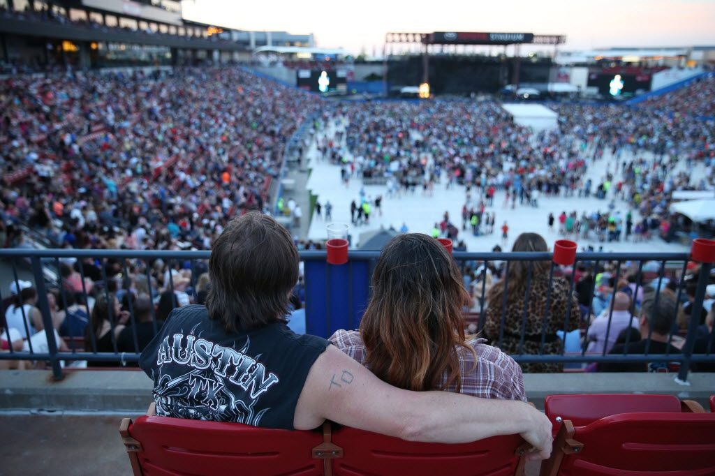 The best bet at Off the Rails fest on Saturday was to settle in and avoid the traffic jams and long on the concourse.  (Andy Jacobsohn/The Dallas Morning News)