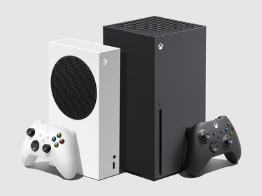 The Xbox Series S (left) and the Xbox Series X.
