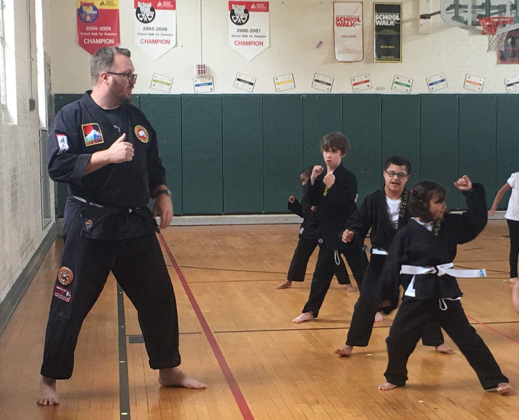 El club de karate es una de las actividades extracurriculares en la escuela Preston Hollow. Foto: JENNY MANRIQUE / AL DIA