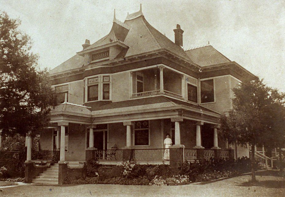 Kathryn Heard-Craig stands at the Heard-Craig House circa 1909.