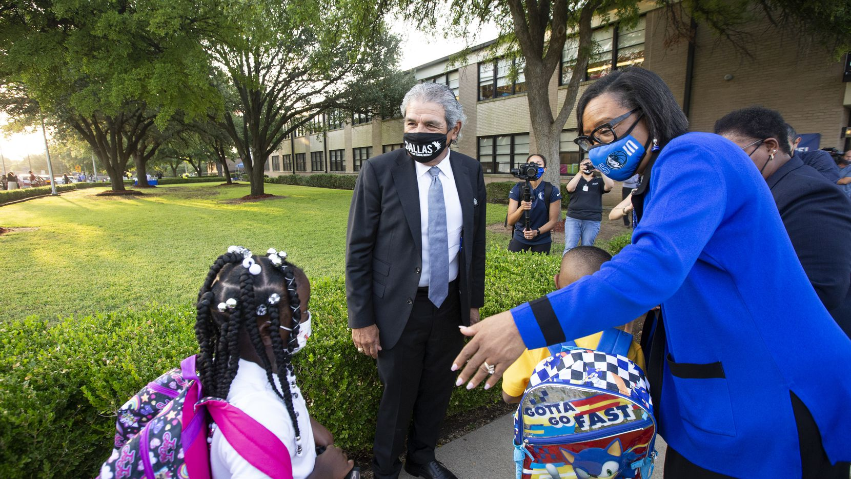 El lunes el superintendente Michael Hinojosa anunció que requerirá cubrebocas en las escuelas. Otros distritos se han ido sumando.