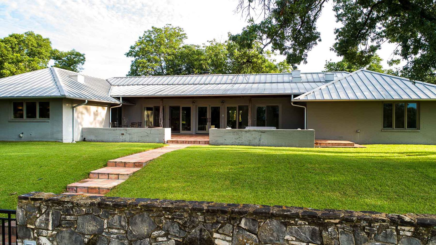 The River Bluff Ranch includes a six-bedroom owner's lodge.